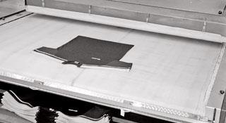 Produzione abbigliamento sportivo - Stiro